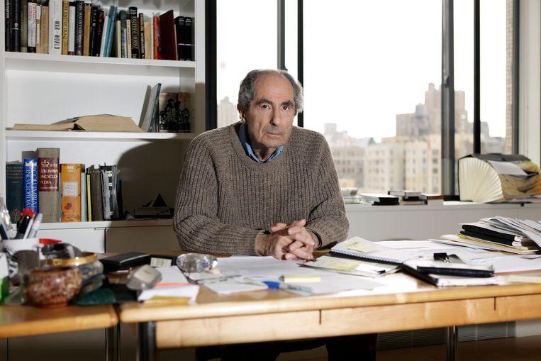 Philip Roth in 2011 in zijn appartement in New York.  Beeld Getty Images Portrait