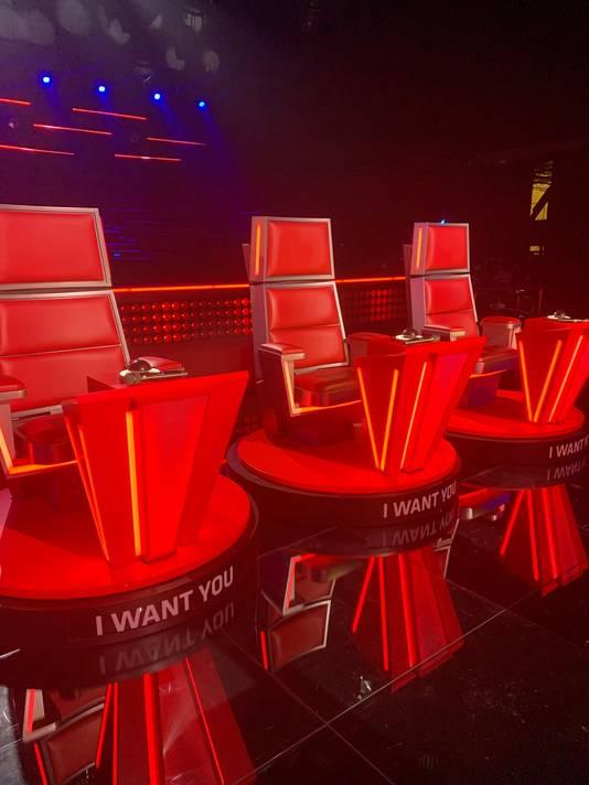 Les célèbres fauteuils rouges des coachs.