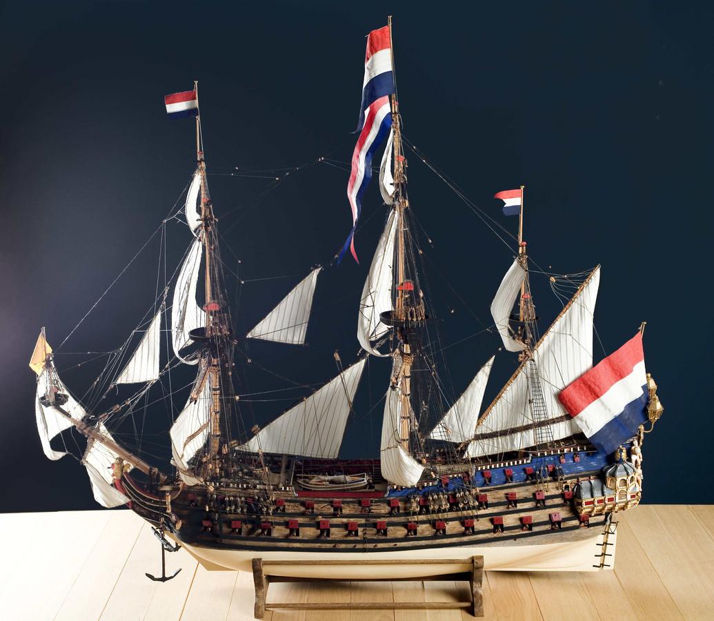 Model van De Zeven Provinciën, het vlaggenschip van Michiel de Ruyter.