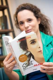 Apeldoornse Simone Levie schrijft boek over succesvol ondernemen: 'Je hebt maar één ding nodig, een schop onder je kont'