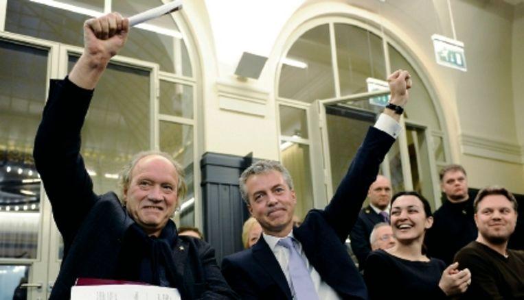 Hennie van Schaik (l) en Marco Pastors van Leefbaar Rotterdam zijn blij met de uitslag. (FOTO MARCO DE SWART, ANP) Beeld ANP