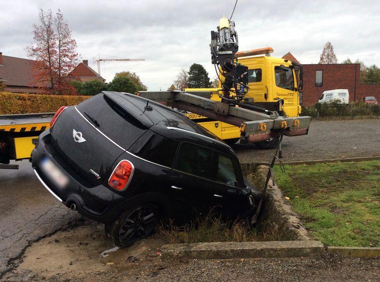 Dronken Vrouw 43 Crasht Met Auto Lier In De Buurt Hln