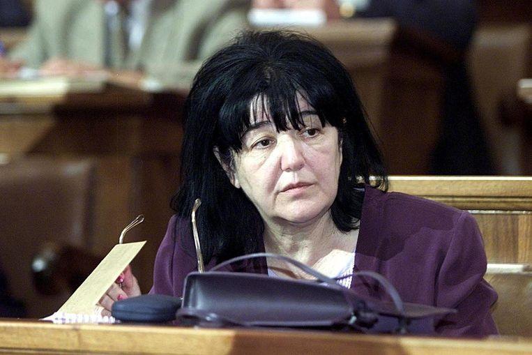Mira Markovic, vrouw van de Servische president Slobodan Milosevic in 2001 tijdens een bijeenkomst in het parlement in Belgrado.  Beeld EPA