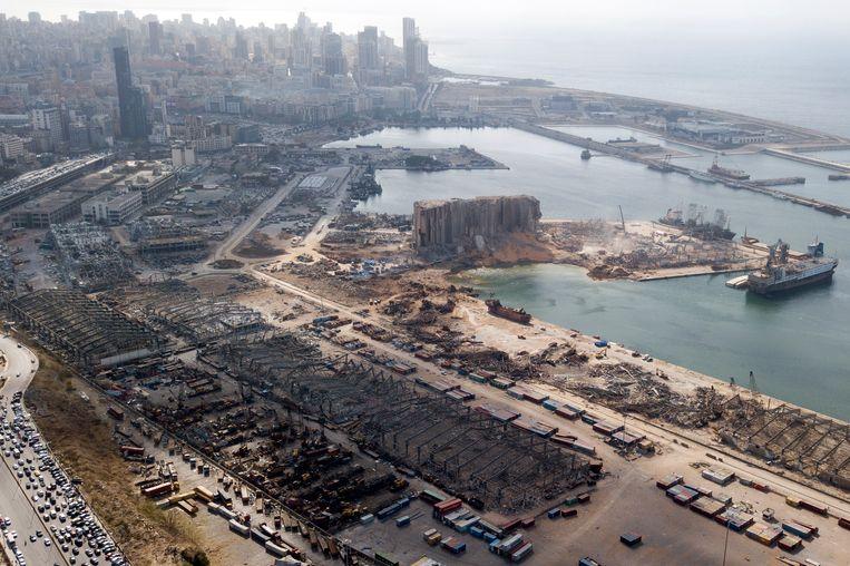 De verwoesting van de haven en omgeving in Beiroet, gefotografeerd met een drone. Beeld EPA