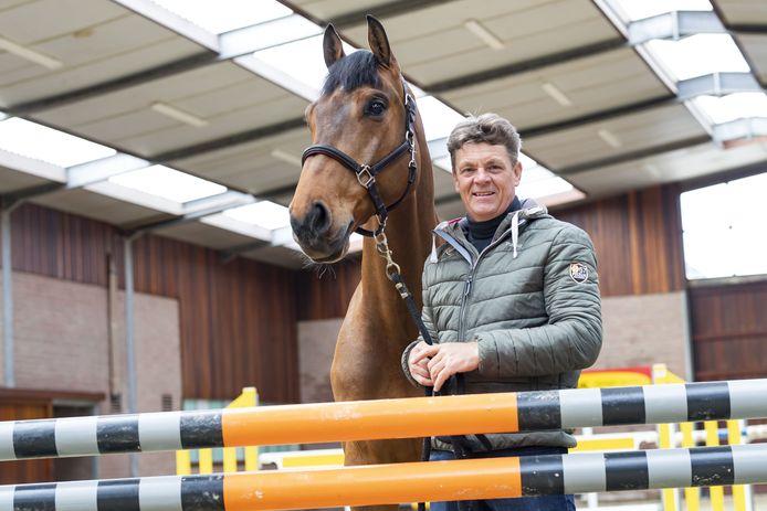 Springruiter Jeroen Dubbeldam met zijn nieuwe paard Carlyle.