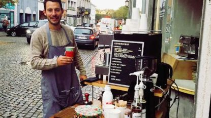 Barista schenkt 'stadskoffie' in bakfietsbar