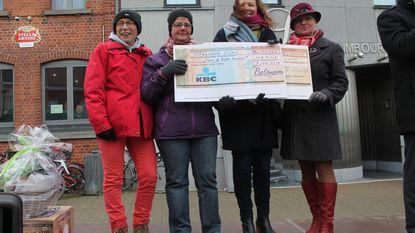 Vriendenclub Rol-Mopsen schenkt 11.000 euro aan KOTK