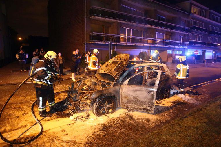 In de nacht van 13 op 14 juli brandde 's nachts de Volkswagen Tiguan van de man uit.