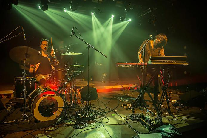 Zanger/toetsenist René Geelhoed en drummer Maarten Kooymans vormen het duo De Zeevruchtjes.