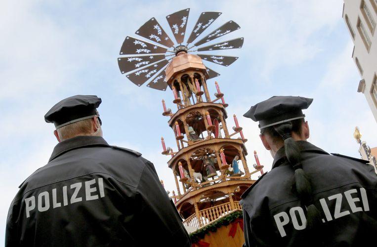 Agenten bij kerstmarkt in Rostock