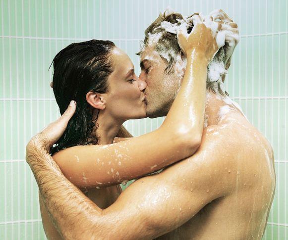 Door samen te douchen doe je zowel jezelf, je partner als de natuur een plezier.