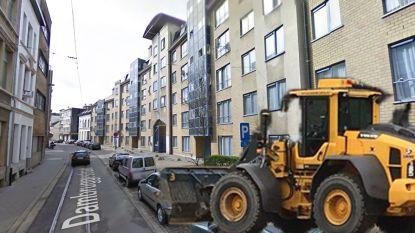 Dronken man ramt drie geparkeerde auto's met bulldozer in Antwerpen