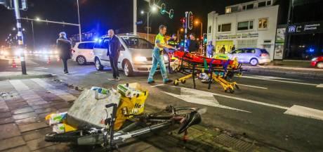 Fietser gewond bij aanrijding met taxi in Eindhoven, moet met ambulance naar ziekenhuis