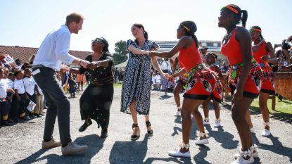 Harry en Meghan dansen in Zuid-Afrikaanse sloppenwijk