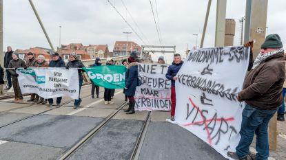 """30 actievoerders bezetten Visartsluis: """"Zeebrugge wordt spookstad"""""""
