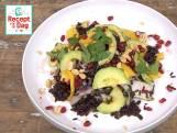 Zwarte-rijstsalade met granaatappel en pindacrunch