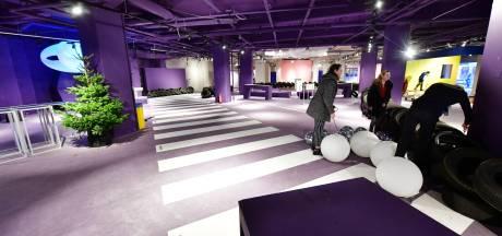 Rolschaatsen, muziek en kerstfilms in pand oude V&D in Eindhoven