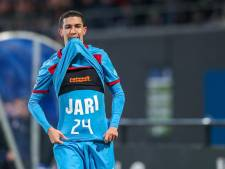 FC Twente draagt zege op aan Jari Oosterwijk