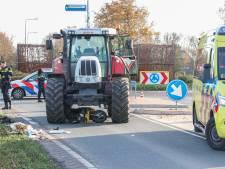 Brommer belandt onder tractor bij Emmeloord, slachtoffer met spoed naar ziekenhuis
