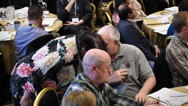 Discussie tussen de leden van de Citizens Assembly. Beeld Marcel van den Bergh / de Volkskrant