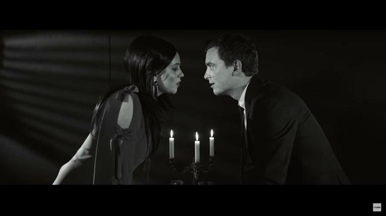 Moora vander Veken en Niels Destadsbader in de clip van 'Sarah'.