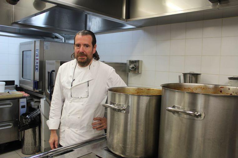 Chef Pierre Van den Abbeele aan zijn fornuis.