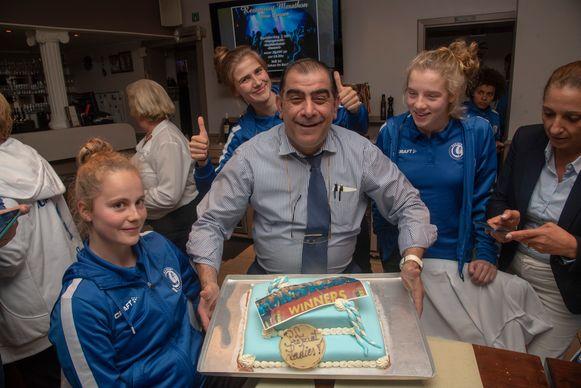Kampioenenfeestje Gent Ladies bij Savas in Wetteren met aangepaste taart.