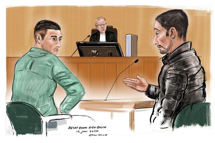 Twee van de drie veroordeelde Roma's: links leider Samsung R., naast hem Chris M. De jongemannen wonen in Duitsland, maar kwamen vrijwel dagelijks naar Nederlandse dorpen om daar pinnende bejaarden te overvallen.