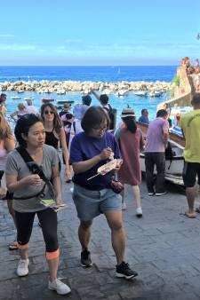 Bewoners ruimen troep toeristen op: 'Voortuin verandert anders in afvalberg'