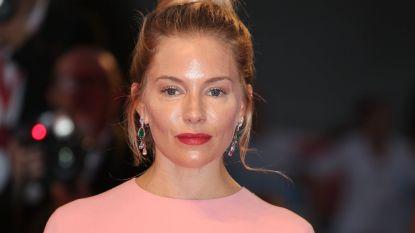 """Sienna Miller trekt aandacht op Filmfestival Venetië: """"Wat is er met haar gezicht gebeurd?"""""""