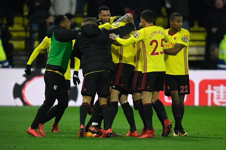 epa06498930 Watford players celebrate after Daryl Janmaat scores against Chelsea during the English Premier League soccer game between Watford and Chelsea at Vicarage Road Stadium in north London, Britain, 05 February 2018.  EPA/WILL OLIVER EDITORIAL USE ONLY. No use with unauthorized audio, video, data, fixture lists, club/league logos or 'live' services. Online in-match use limited to 75 images, no video emulation. No use in betting, games or single club/league/player publications.