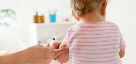 Est-il dangereux de faire vacciner son enfant en période de Covid-19? Un expert répond