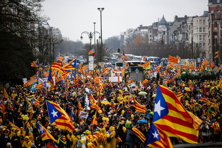 December 7, 2017 - Brussels, Belgium: Pro-independence Catalan supporters wave Catalan flags and banners during demonstration at the Cinquantenaire in Brussels. Tens of thousands of people from Catalonia rallied in the European capital asking the European Union to help them following a failed independence referendum in the Spanish region. (Dario Pignatelli/Polaris) © PHOTO NEWS / PICTURES NOT INCLUDED IN THE CONTRACTS  ! only BELGIUM ! *** local caption *** 06038208