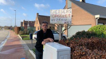 """Elektriciteitskast in Kardinaal Sterckxlaan is bijzonder gevaarlijk: """"Twee mensen aangereden door beperkt zicht, die kast moet hier weg"""""""