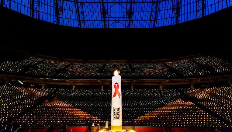 Archiefbeeld: tienduizenden kaarsjes in de Arena op Wereld Aids Dag in 2015. Beeld anp