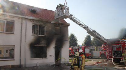 Man die zwaargewond raakte na brandstichting in eigen woning aangehouden