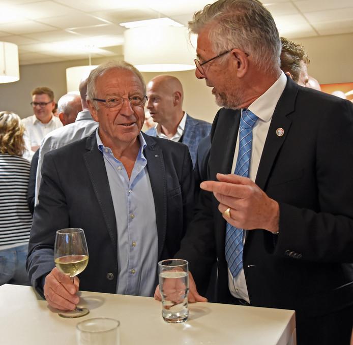 José de Cauwer (links) tijdens de perspresentatie van de Driedaagse in gesprek met voorzitter Bram Cambier.