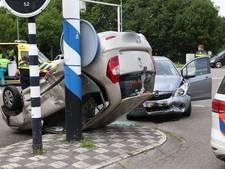 Auto's botsen op elkaar op kruispunt Rijksweg in Schaijk