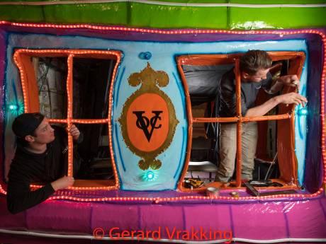 Wagenbouwers Heino, Raalte en Boskamp pakken herkansing in verlichte optocht Lemelerveld