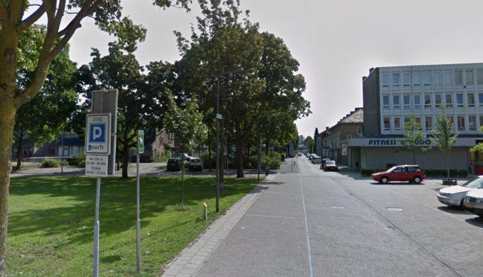 Rechts het winkelcentrum aan de Copernicuslaan, links in het groen de oude basisschool.
