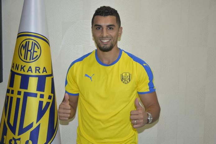Youness Mokhtar in het shirt van zijn nieuwe club.