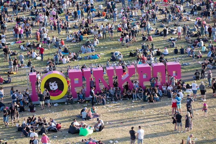 Festivalgangers op de laatste dag van muziekfestival Pinkpop vorig jaar.