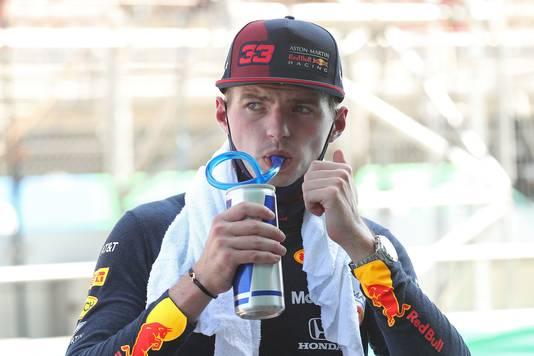 Max Verstappen na de kwalificatie in Barcelona, waar het ruim 30 graden is.