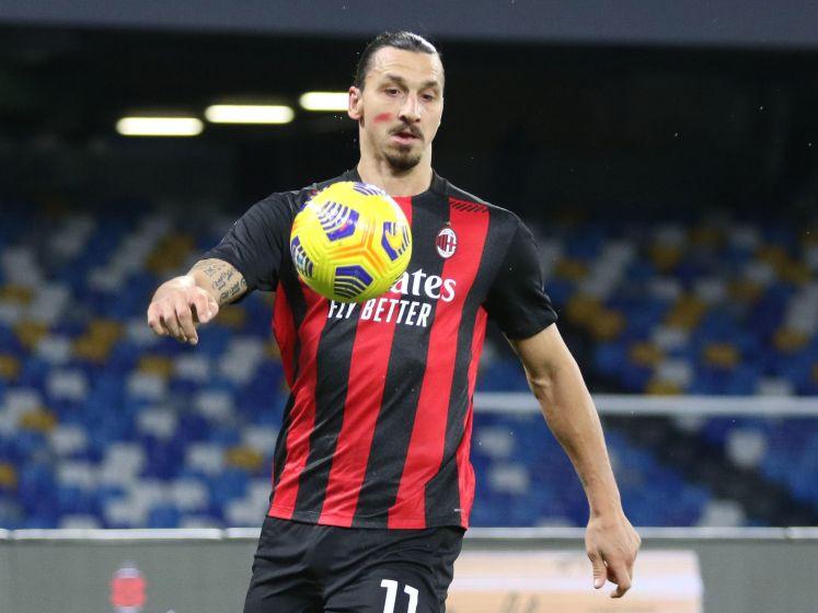 Zlatan doet het met hoofd en knie tegen Napoli