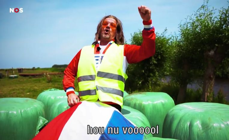 Emi van der Wiel, een typetje van Kasper van Kooten. Beeld NPO/ziggo