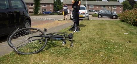 Auto rijdt door na aanrijding met fietser