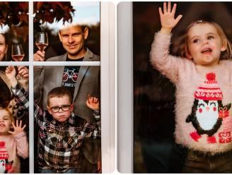 """Coronaproof kerstfoto's? Familiefotograaf roept op om je gezicht tegen het raam te plakken: """"Laten we ook mooie herinneringen creëren aan de lockdown"""""""
