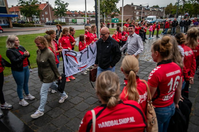 Handbalvereniging RHV demonstreerde in september nog voor het gemeentehuis van Rijen.