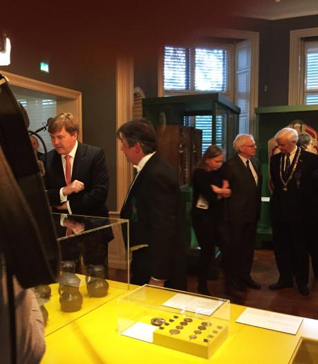 Bezoek koning zit erop na opening Zwanenbroeders-expositie na kerkdienst in Sint Jan