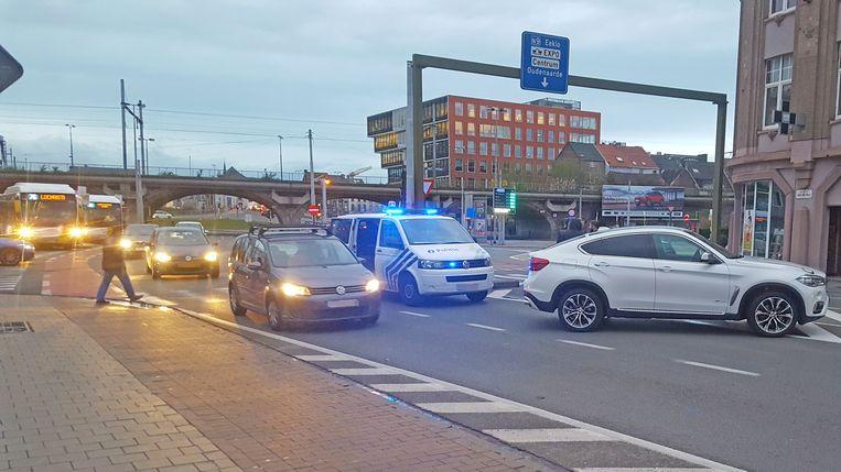 De BMW reed een voetganger aan.